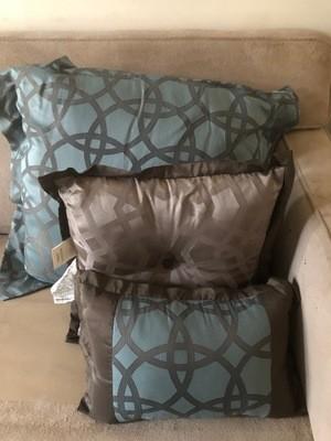 3 Piece Pillow Set