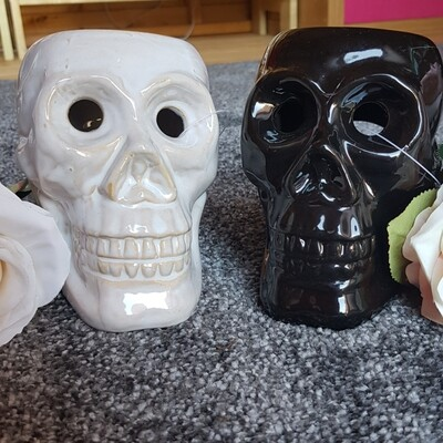skull oil/wax burner