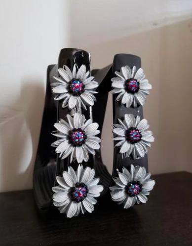 3D White Daisies on Black w/ Gems