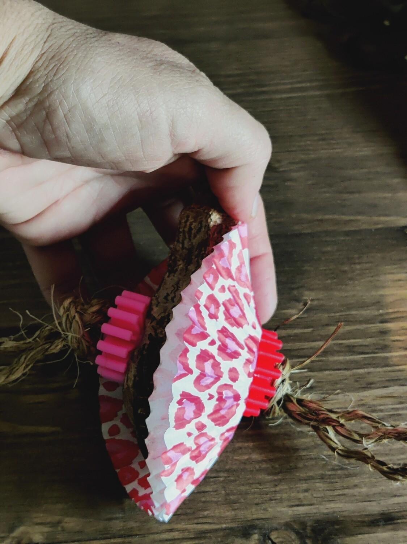 Valentine Mahogany pod Foot toy