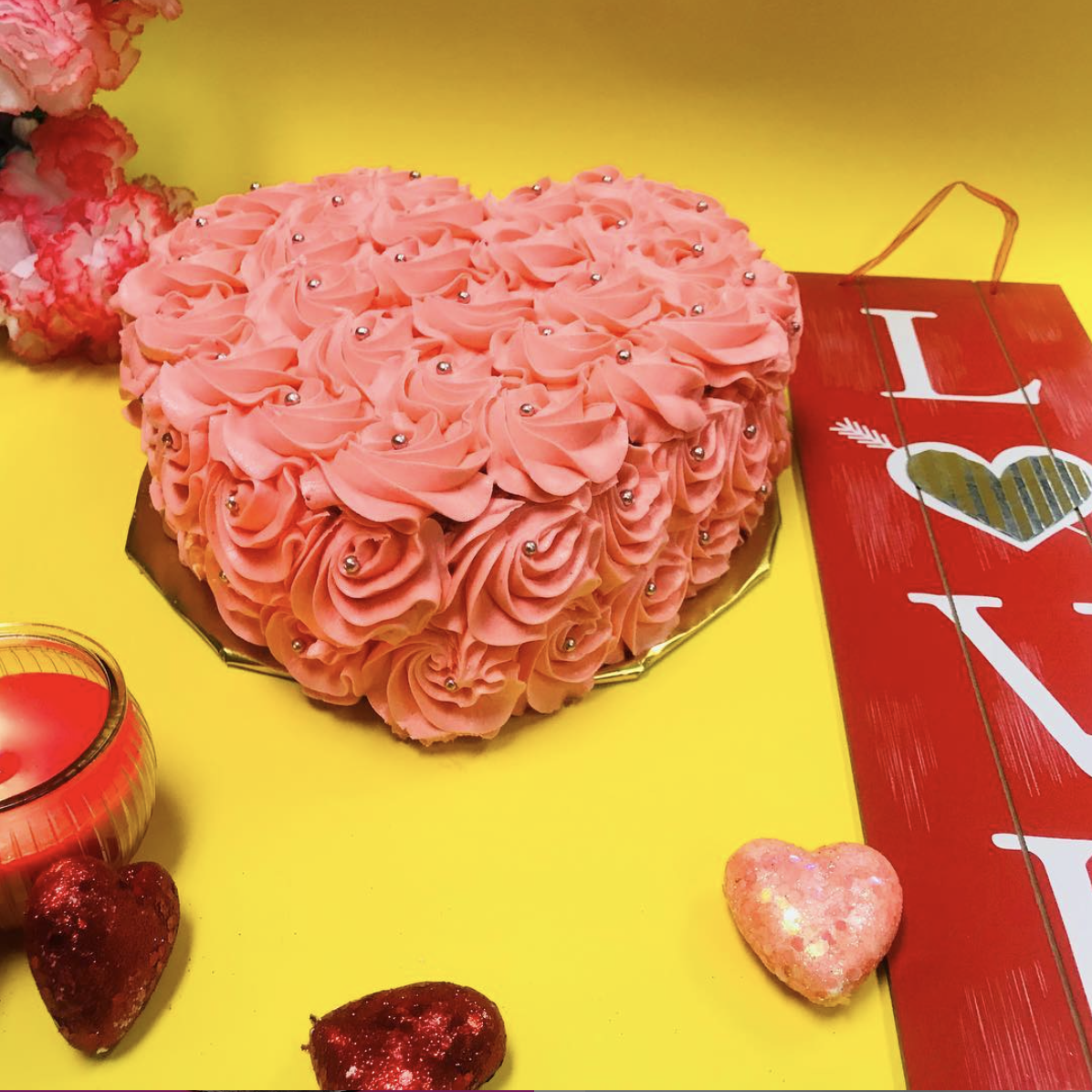 """""""Endless Love"""" Party Cake"""