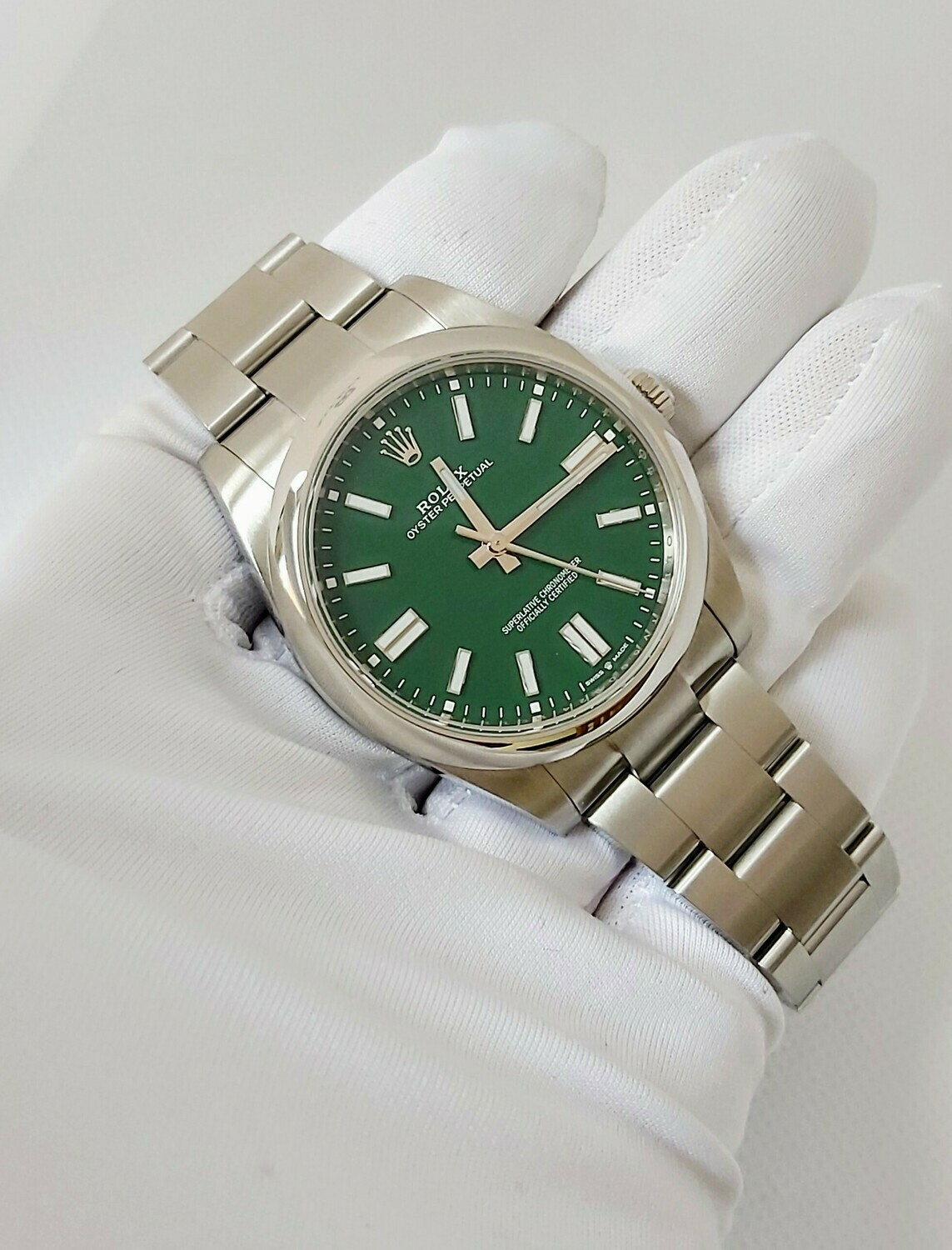 Rolex Oyster Perpetual 41 - 124300 - Green - Full Set