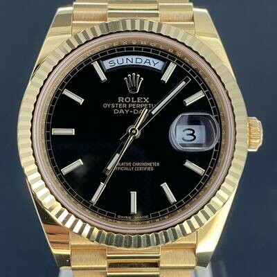 Rolex Day-Date 40MM Yellow Gold 18K Black ''Waffle'' Dial Unpolished B&P2015 Very Good Condition