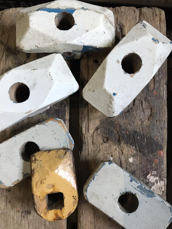 Oude houten deurknoppen