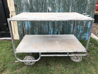 Oude magazijnkar/transportkar