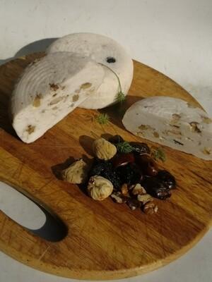 Домашний козий сыр Качотта с сухофруктами и орехами