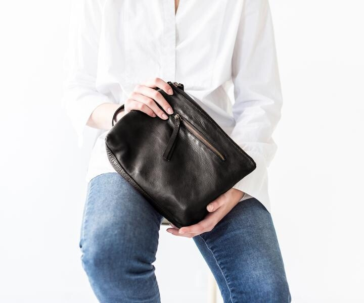 Essential Pouch Black Large