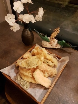Deluxe Assorted Tempura (16 pcs)