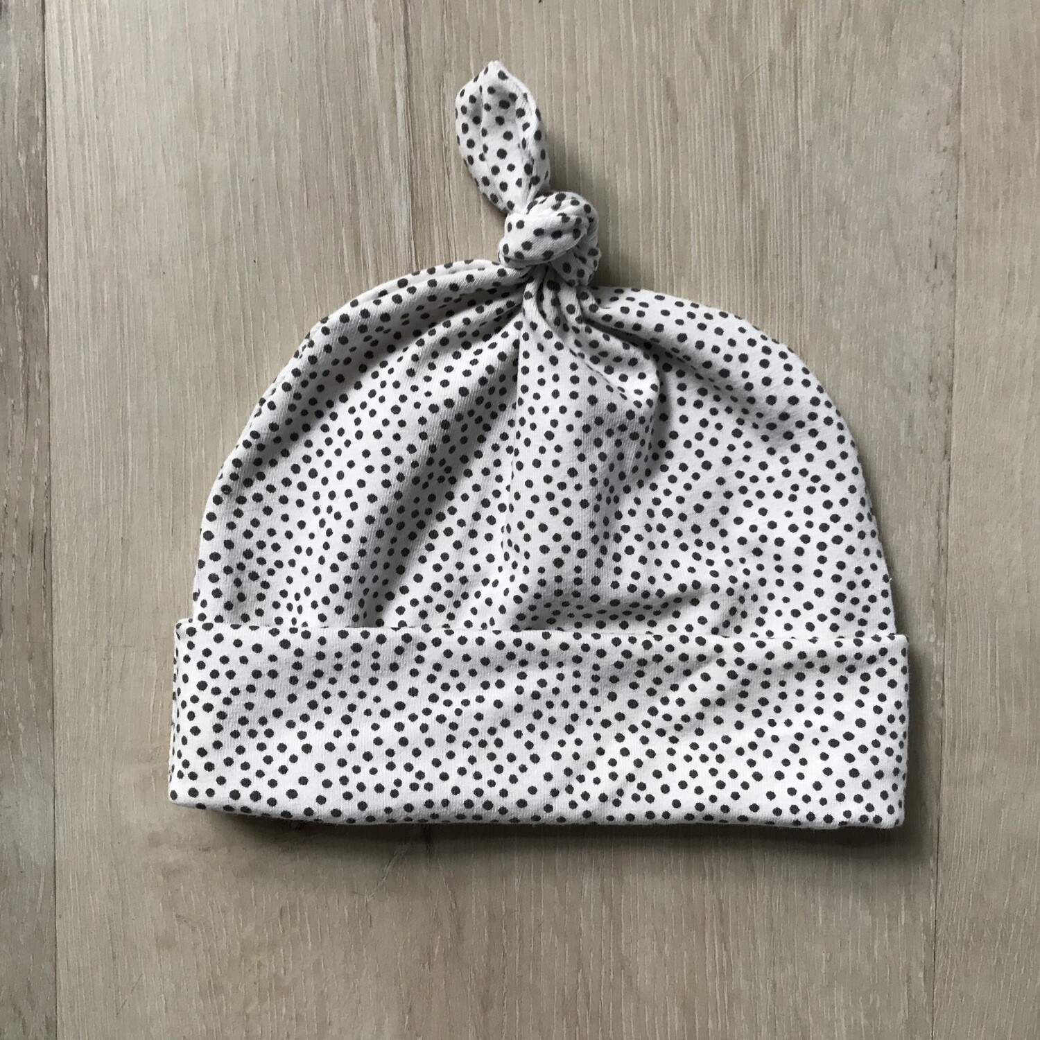 Spotty knotted beanie