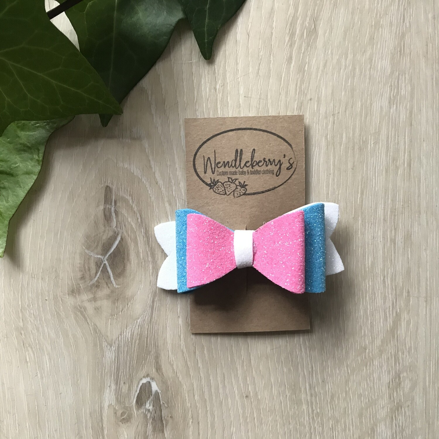 White, turquoise and pink bow clip