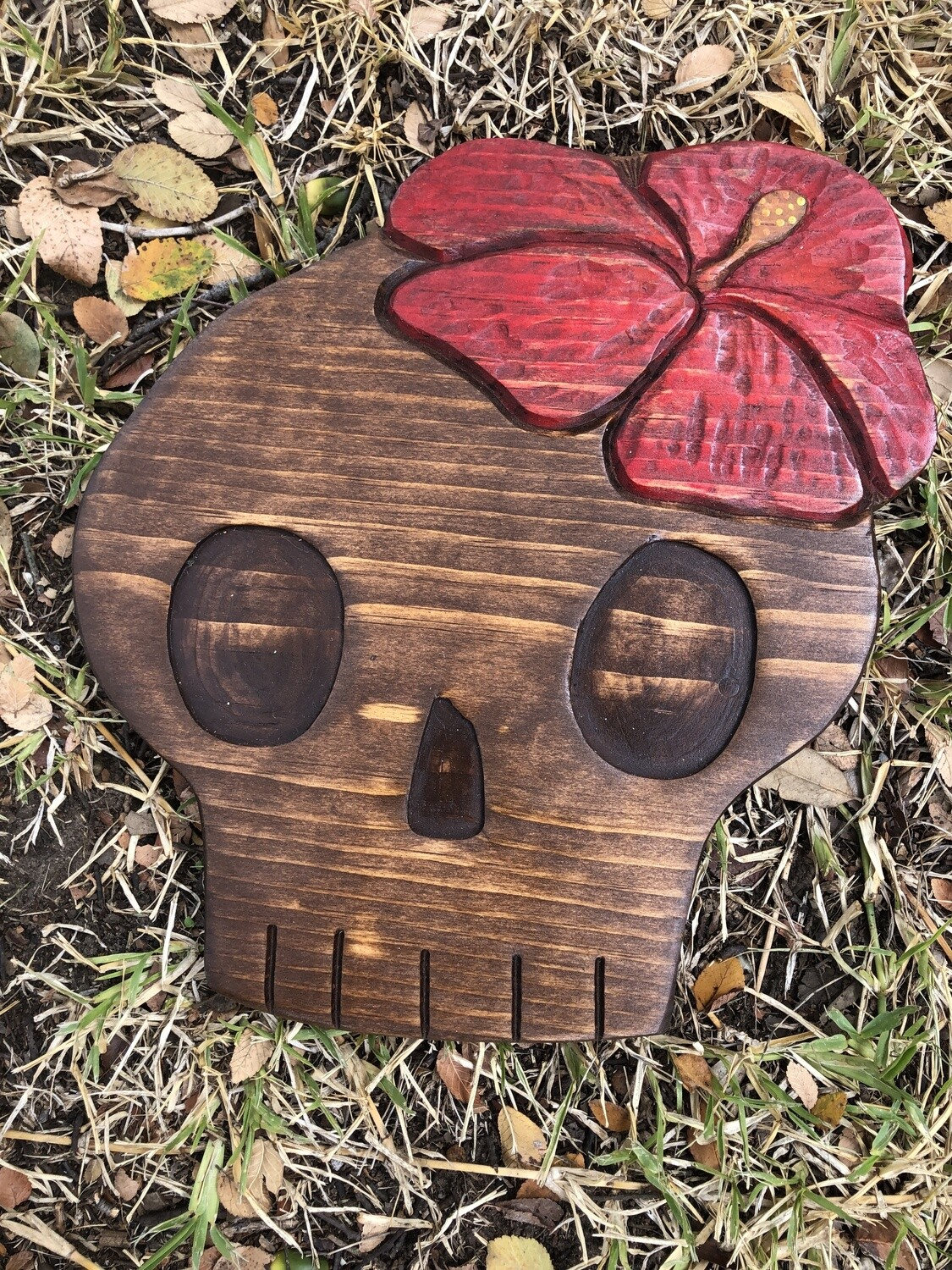 Wood carving: Skull with Hibiscus (1)