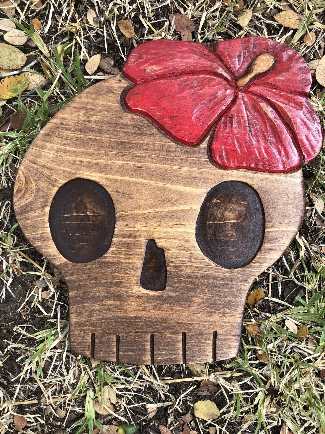 Wood carving: Skull with Hibiscus (2)