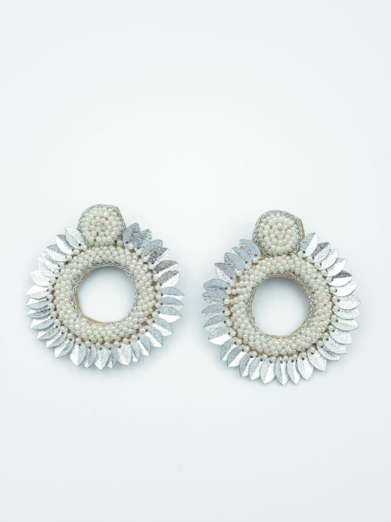 Aster white earrings