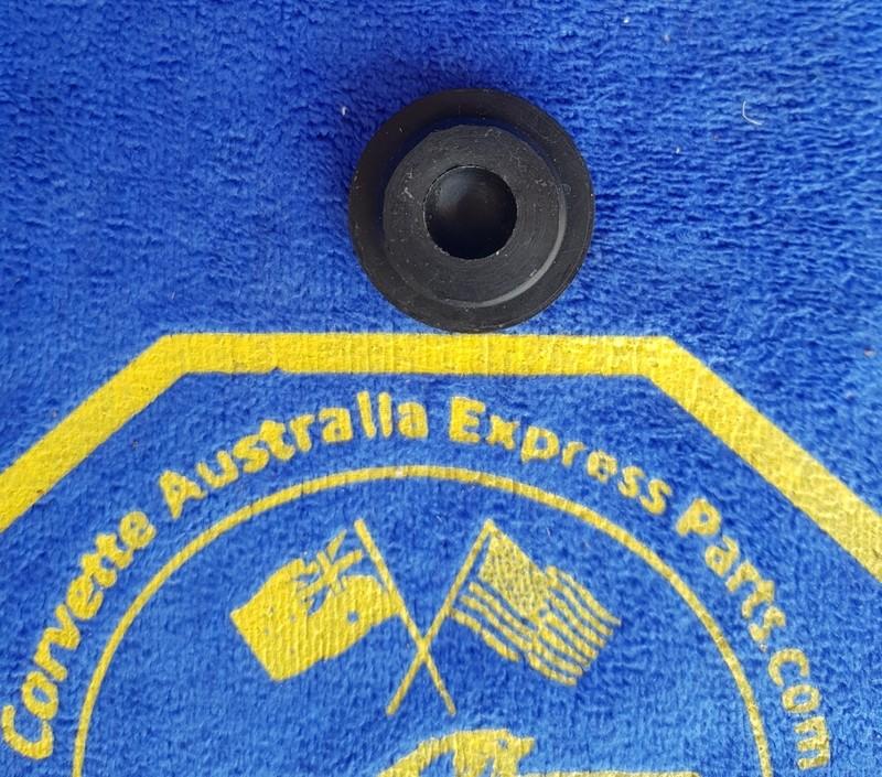 PLUG-WINDSHIELD WPER DOOR ACTUATOR-END-68-72 (#E5829) 2C52