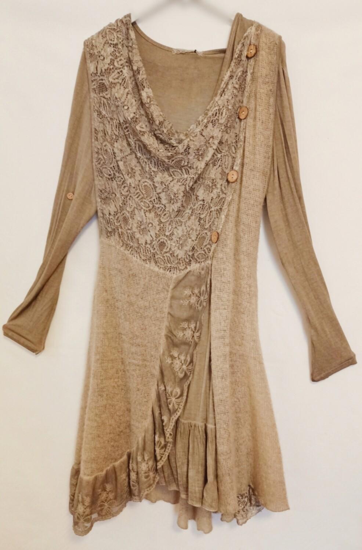Vestido camel de lana y encaje modelo fantasía