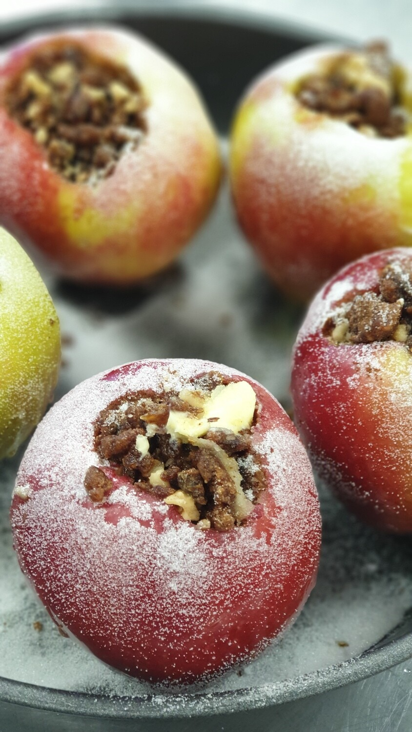 Baked apples with dates and walnuts