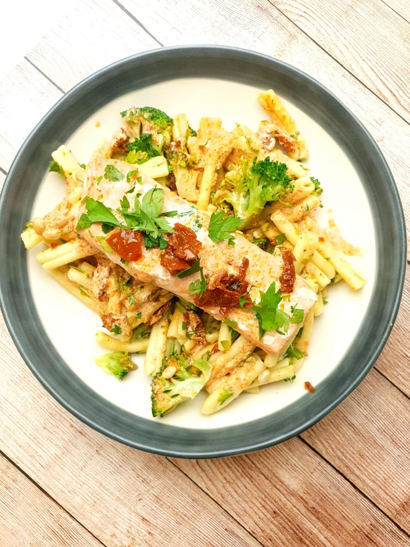 Salmon with casarecce pasta, sundried tomatoes, pinenuts and broccoli