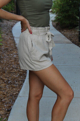 Size: Large Mod Natural Shorts