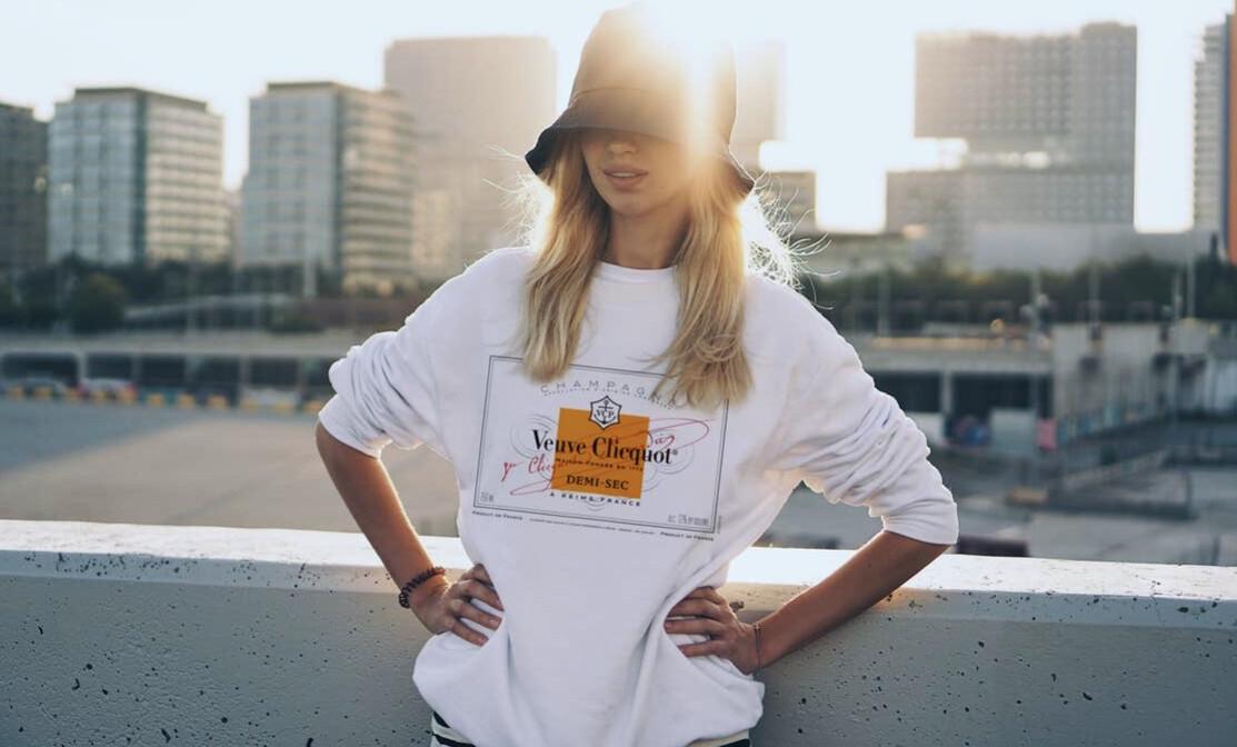 Size: L Veuve Sweatshirt