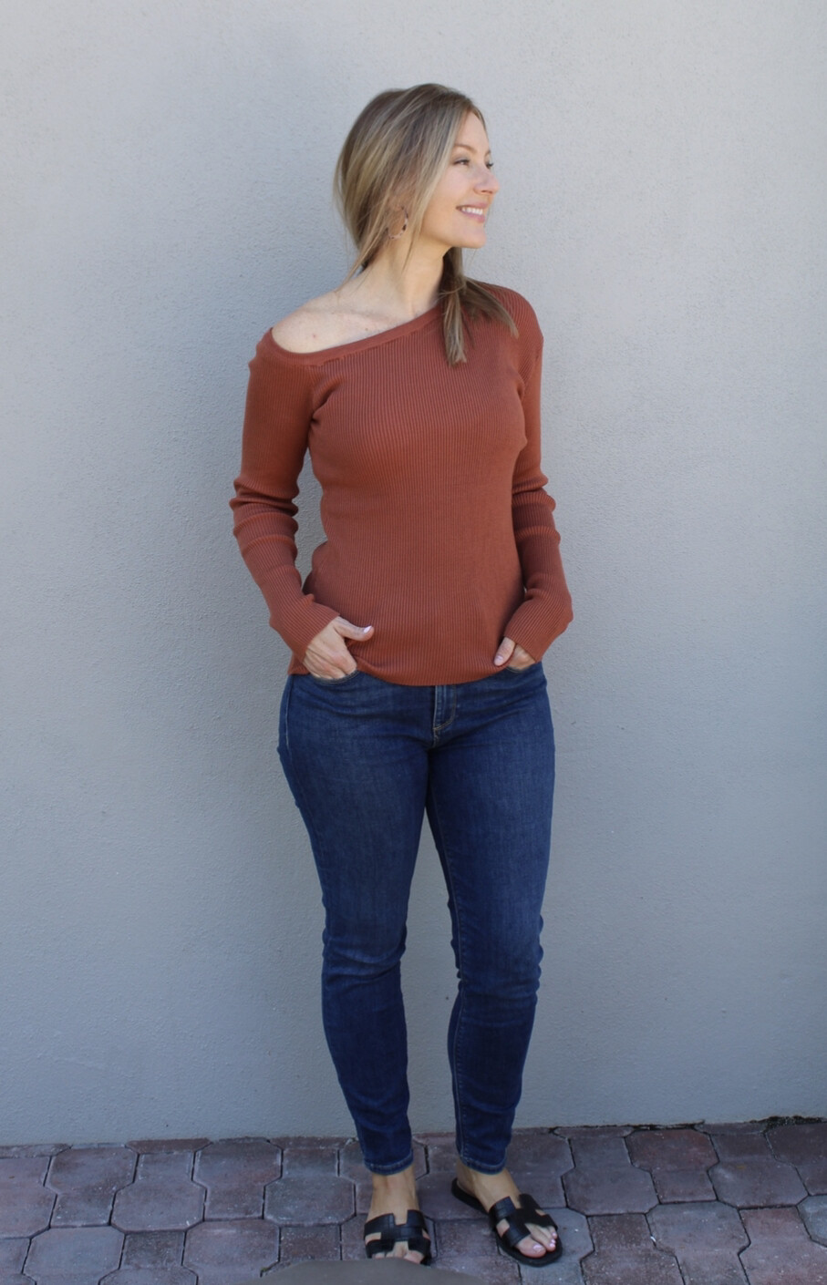 Size: M Ibiza one shoulder long-sleeve top