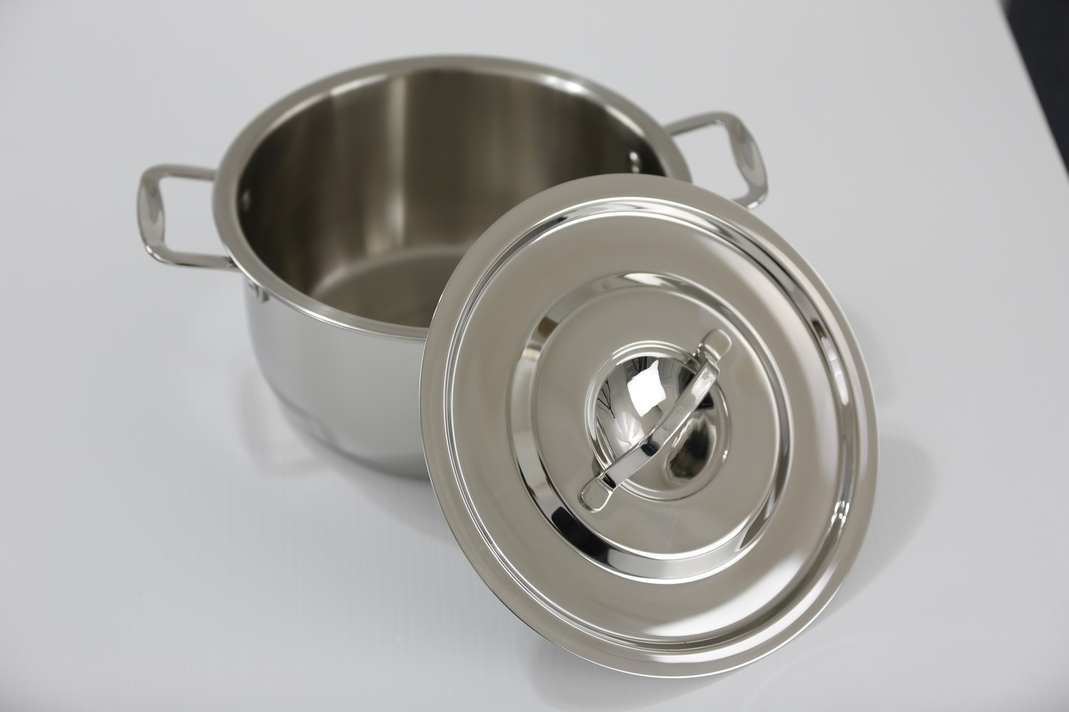 SS1- 4.23 Qt. SS1 Stainless Steel Sauce Pot with Stainless Steel Cover