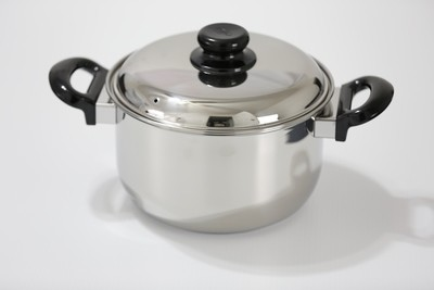 SS1- 4.76 Qt. Stainless Steel Dutch Oven with cover and stay cool bakelite handle