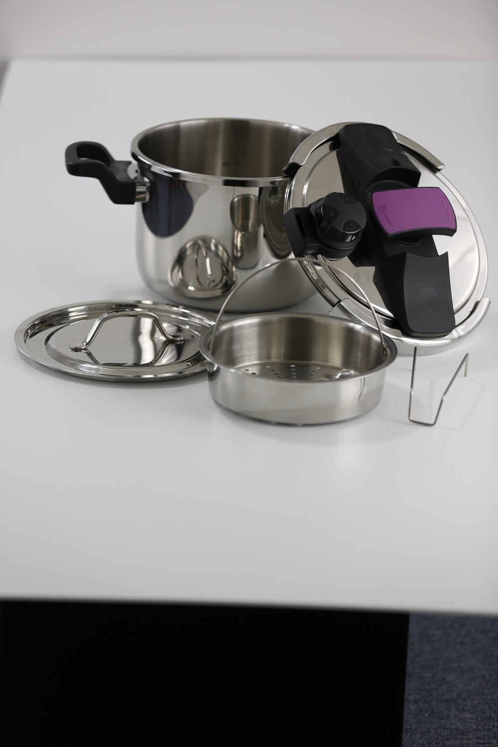 SS1 - 7.4 Qt. Stainless Steel Pressure Cooker