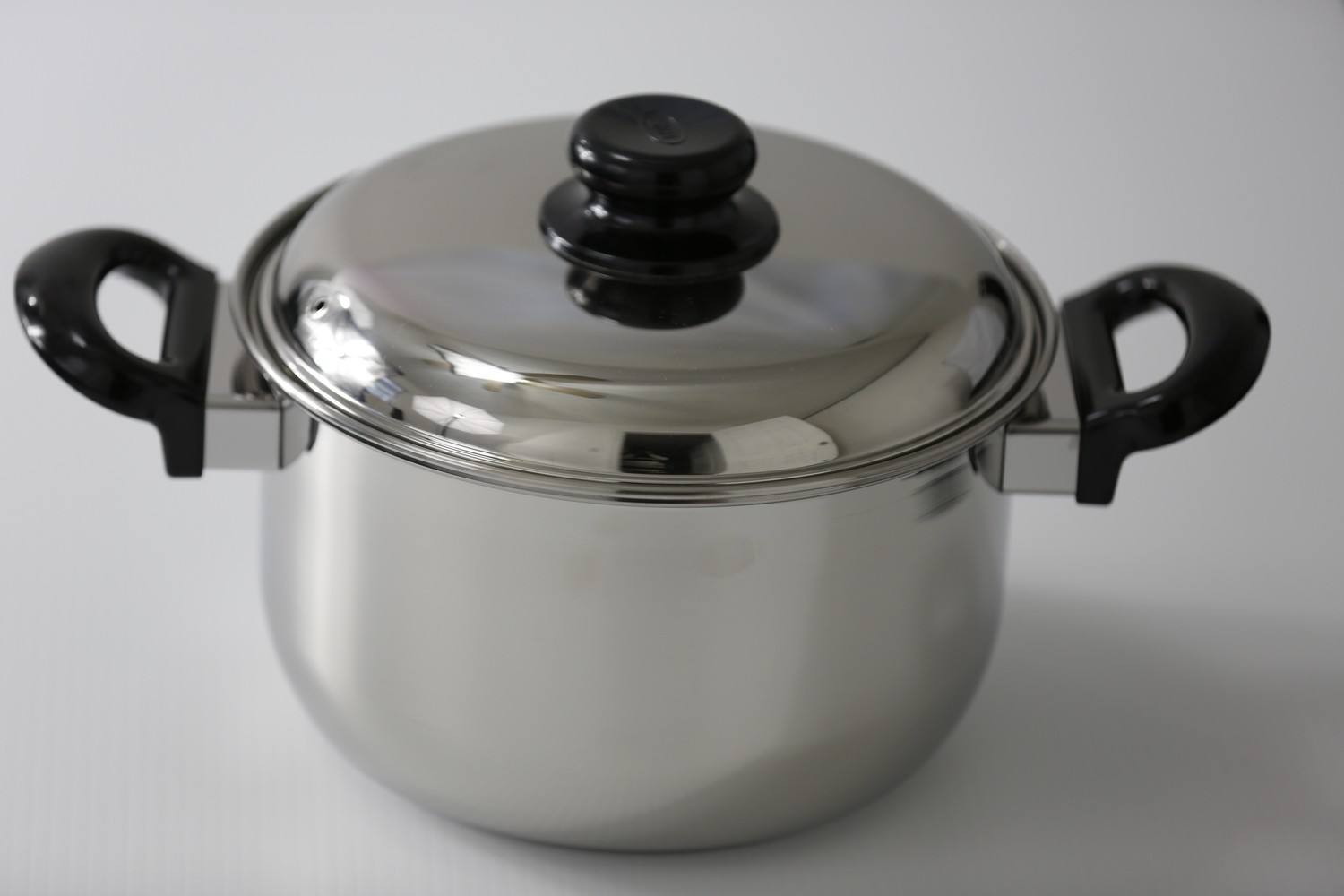 SS1- 7.93 Qt. Stainless Steel Dutch Oven with cover and  stay cool bakelite handle