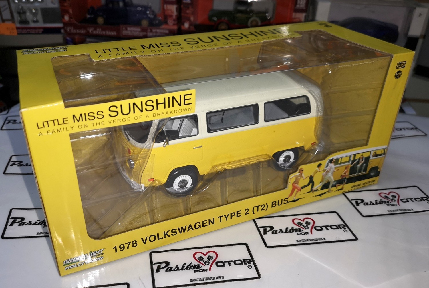 1:24 Volkswagen Type 2 1978 Combi Little Miss Sunshine Greenlight Hollywood