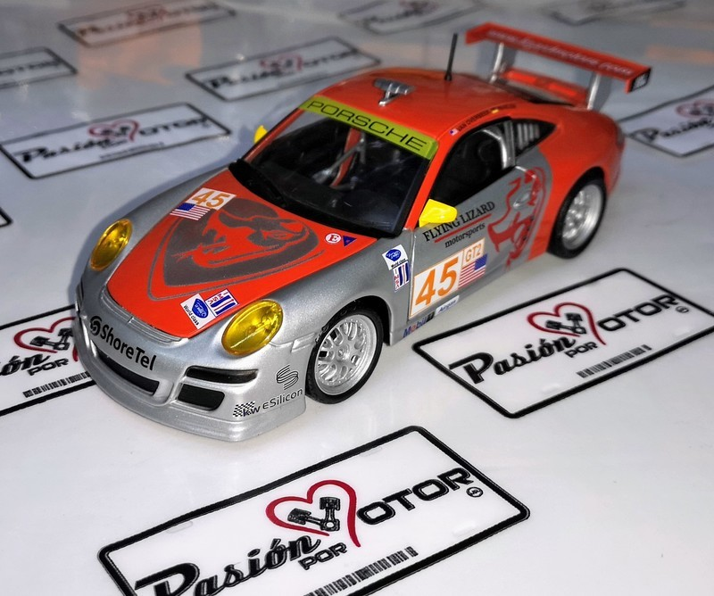 1:24 Porsche 911 Gt3 Rsr Flying Lizard Bburago En Display / A Granel