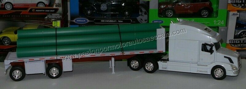 1:32 Volvo VN 780 Con Trailer Plataforma Con Tubos New Ray