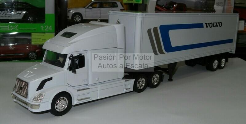 1:32 Volvo VN 780 2004 Con Trailer Caja Seca New Ray