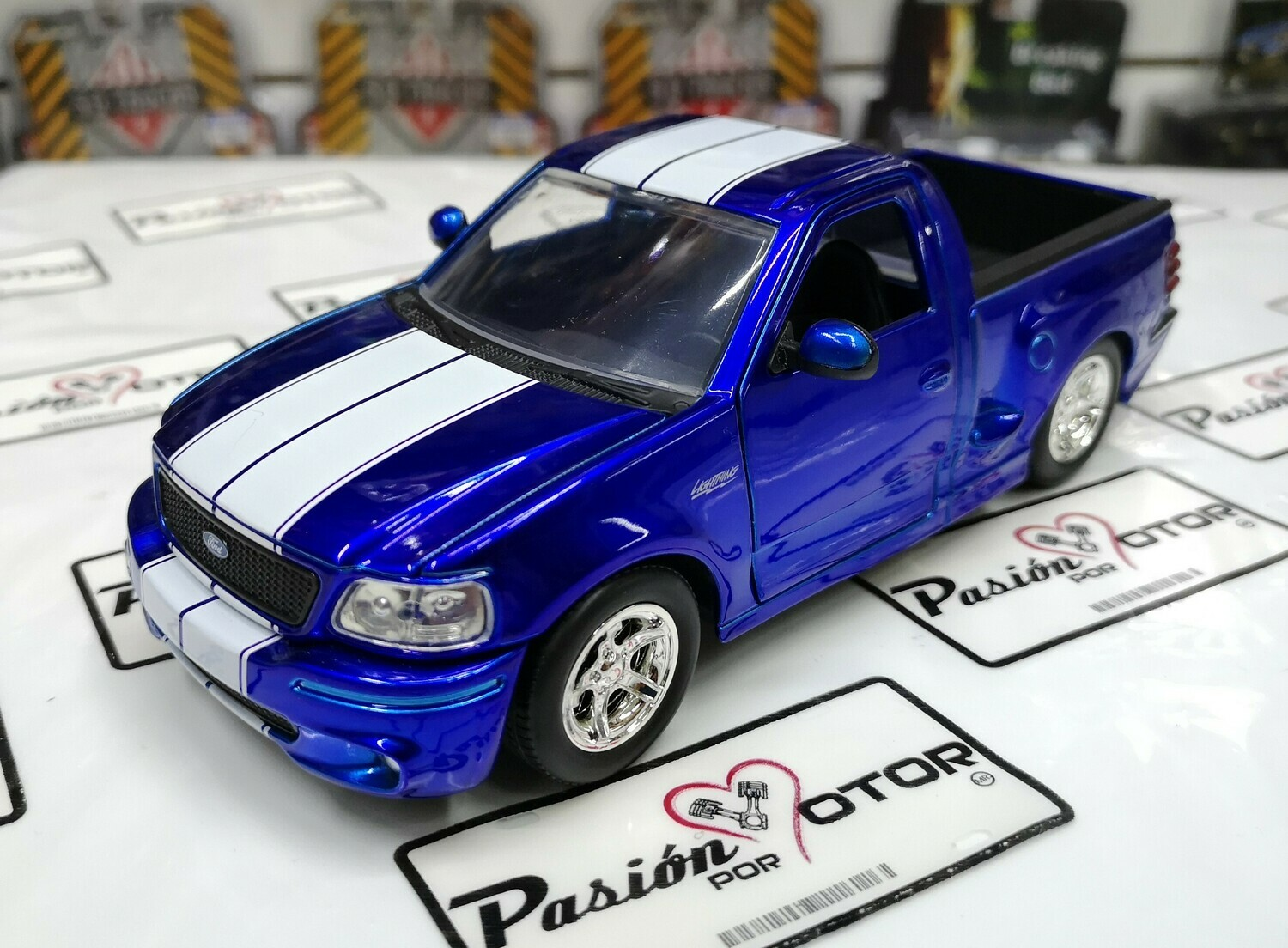 1:24 Ford F-150 SVT Lightning 1999 Azul Franjas Blancas Pick Up Jada Toys Just Trucks En Display / A Granel
