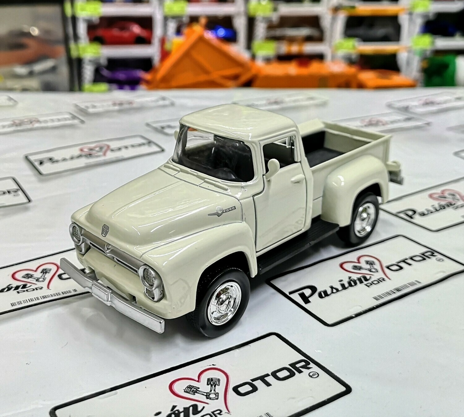 1:32 Ford F-100 Pick Up 1956 Blanco New Ray A Granel / En Display