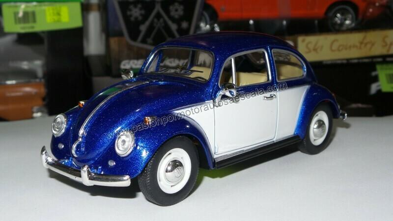 1:24 Volkswagen Beetle 1967 Azul Con Blanco Vocho Kinsmart En Display / A Granel