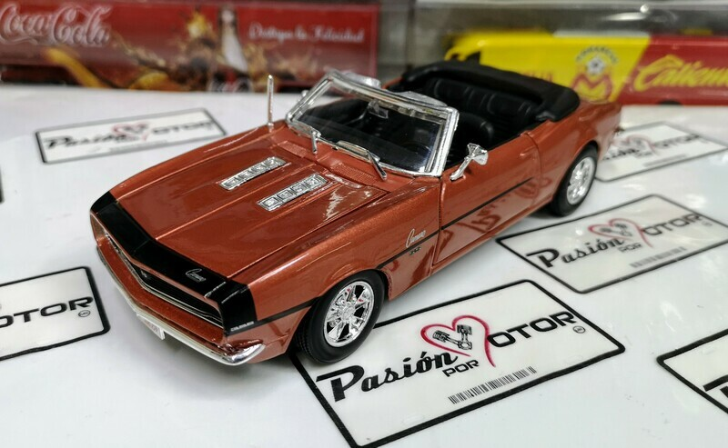 1:24 Chevrolet Camaro SS 396 1968 Convertible Cobre Maisto Special Edition En Display / A Granel