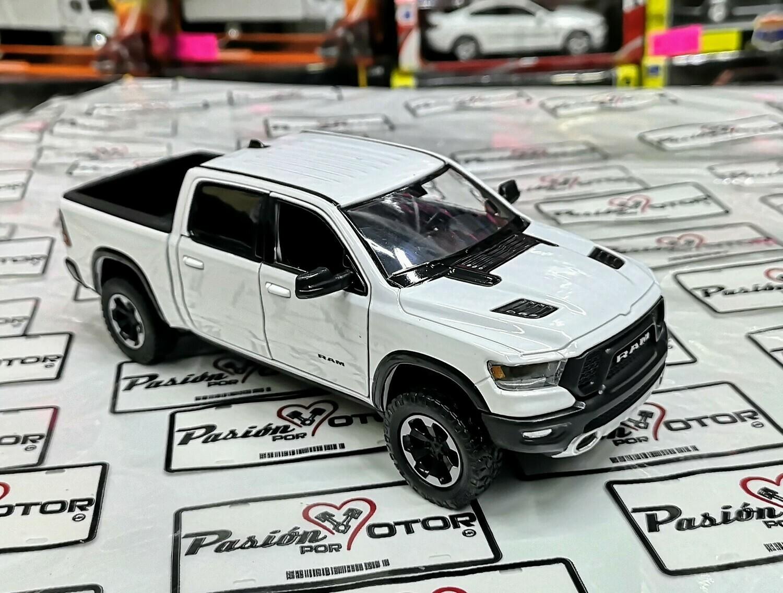 1:27 Ram 1500 Crew Cab Rebel 2019 Blanco Motor Max Display / A Granel 1:24