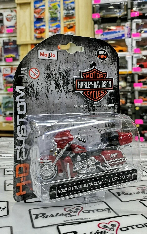 1:24 Harley Davidson FLHTCUI Ultra Classic Electra Glide 2005 Vino Maisto H-D Custom