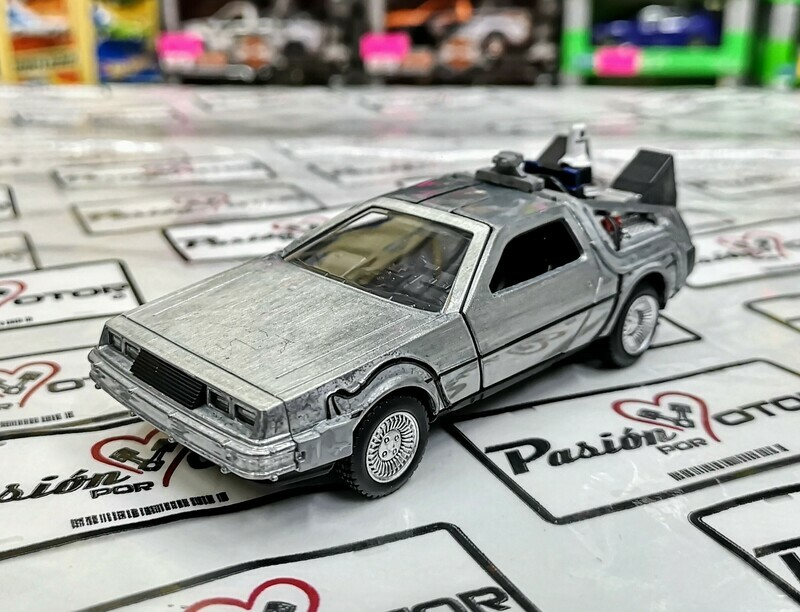 1:32 DMC DeLorean 1981 Time Machine Volver al Futuro II Jada Toys Hollywood Rides En Display / A Granel