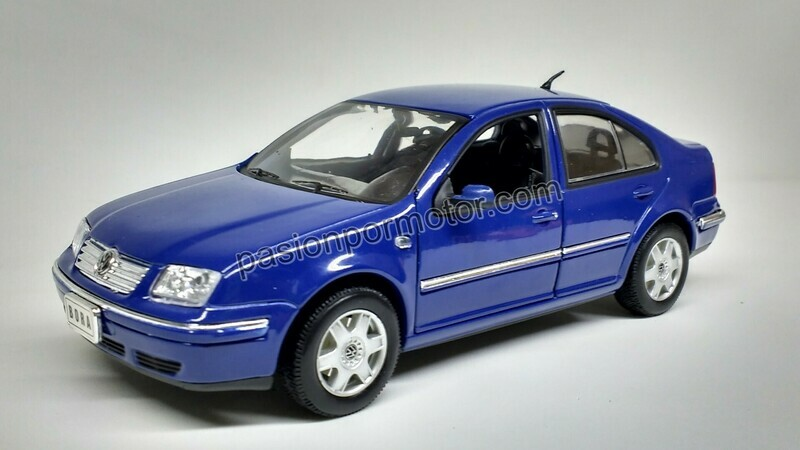 1:24 Volkswagen Bora - Jetta A4 2001 Azul Welly En Display / A Granel
