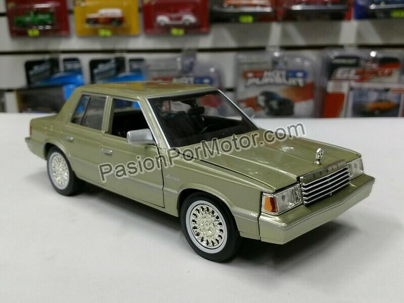 1:24 Dodge Aries K 1982 Champagne Dart Motor Max C Caja