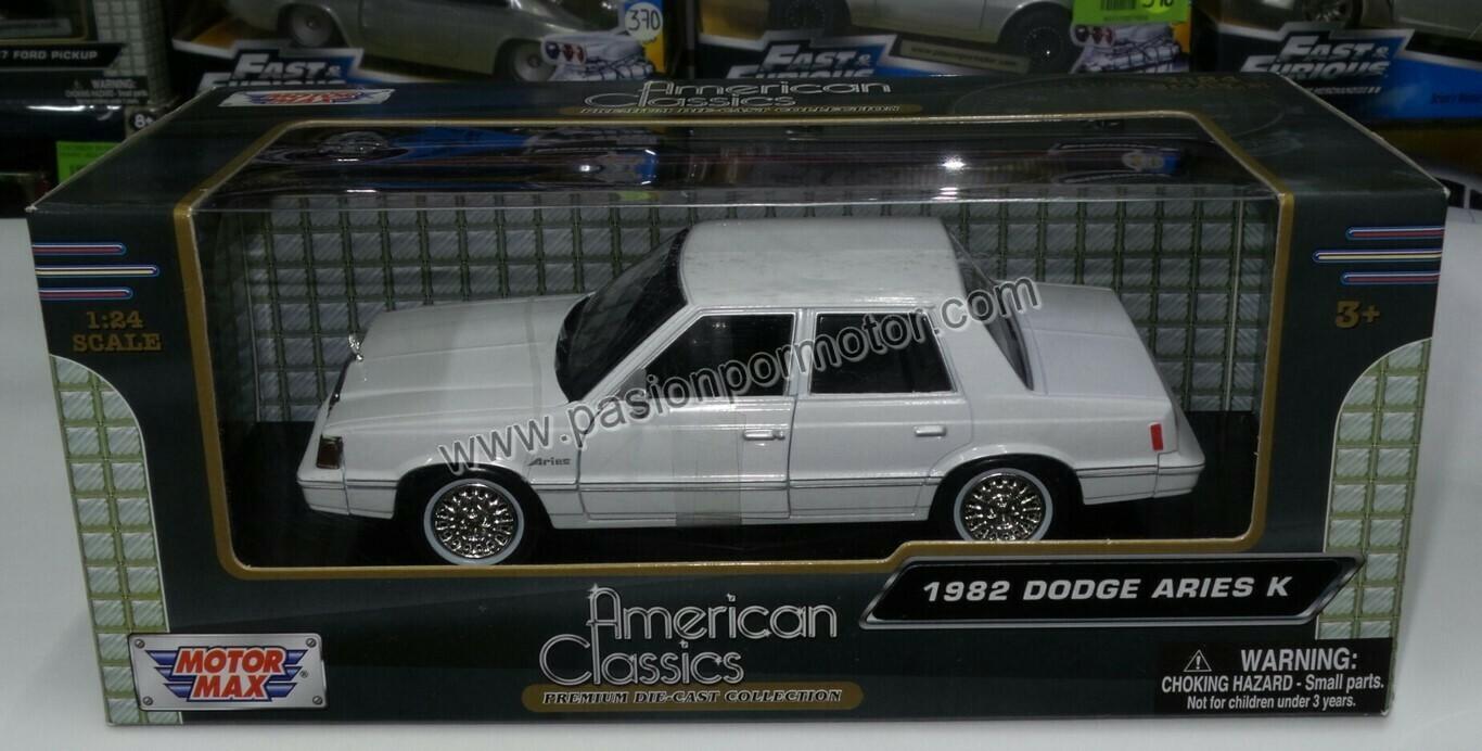 1:24 Dodge Aries K 1982 Blanco Dart Motor Max C Caja