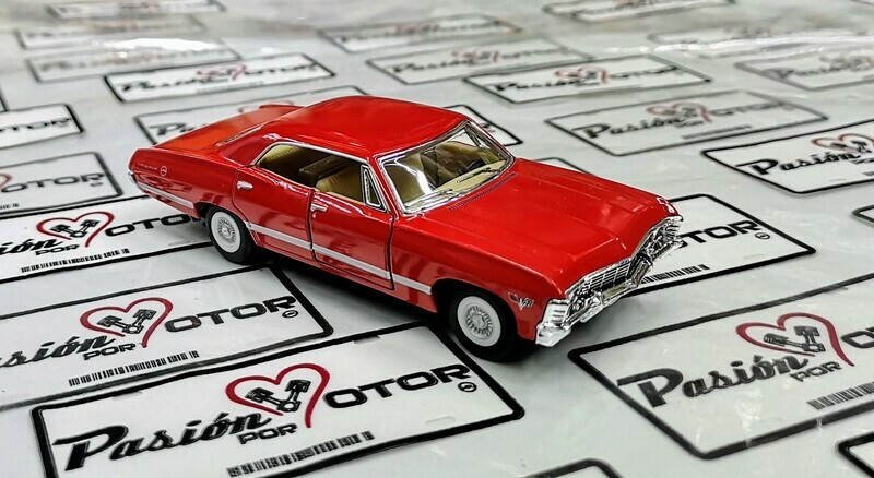 1:43 Chevrolet Impala Sport Sedan 1967 Rojo Kinsmart En Display / a Granel