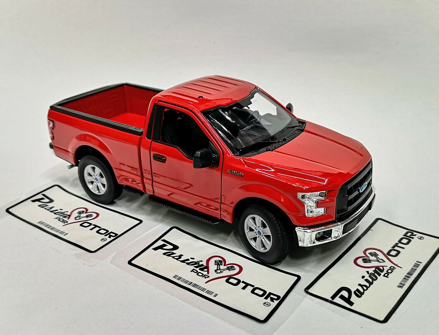 1:24 Ford F-150 Pick Up Cabina Regular 2015 Rojo Welly En Display / A Granel