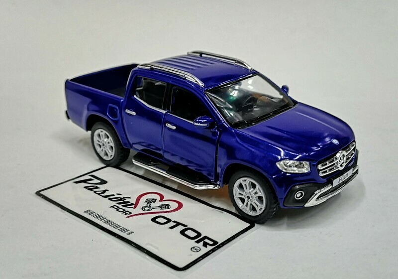 1:42 Mercedes Benz Clase X Pick Up 2017 Azul Kinsmart En Display / A Granel