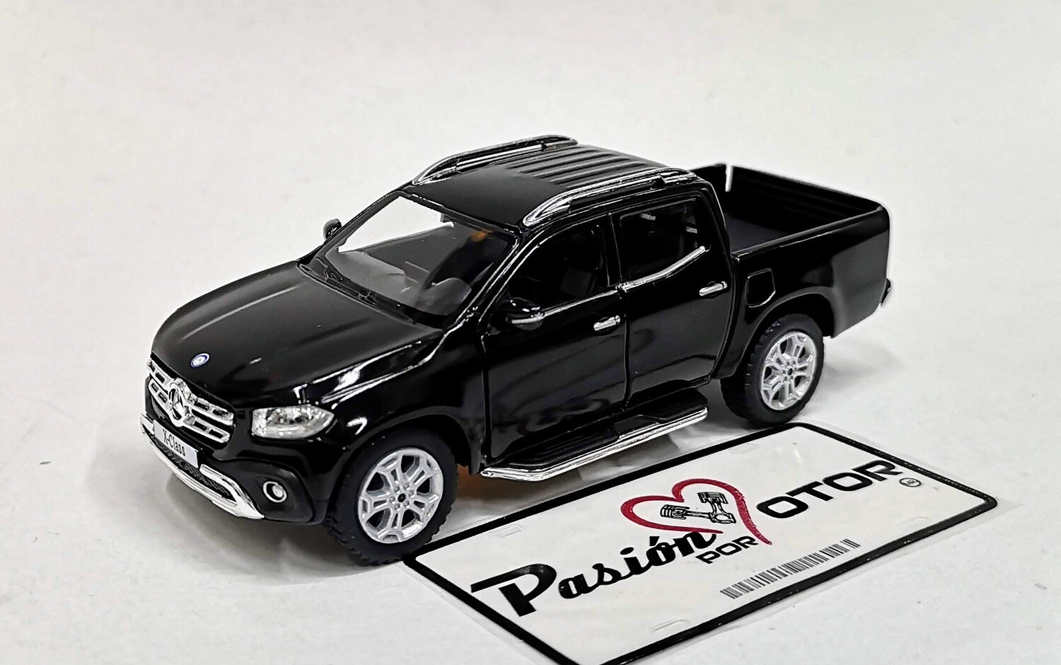 1:42 Mercedes Benz Clase X Pick Up 2017 Negro Kinsmart En Display / A Granel