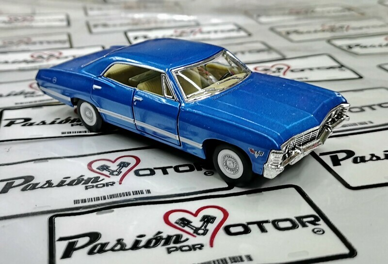 1:43 Chevrolet Impala Sport Sedan 1967 Azul Kinsmart En Display / a Granel