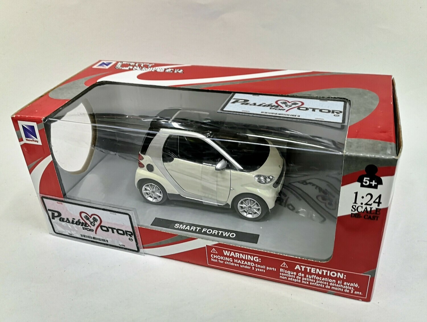 1:24 Smart For Two 2007 Blanco New Ray City Cruiser