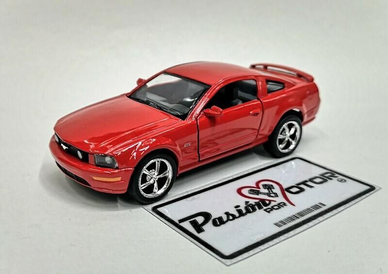 1:38 Ford Mustang GT 2006 Rojo Kinsmart En Display a Granel 1:32 Shelby