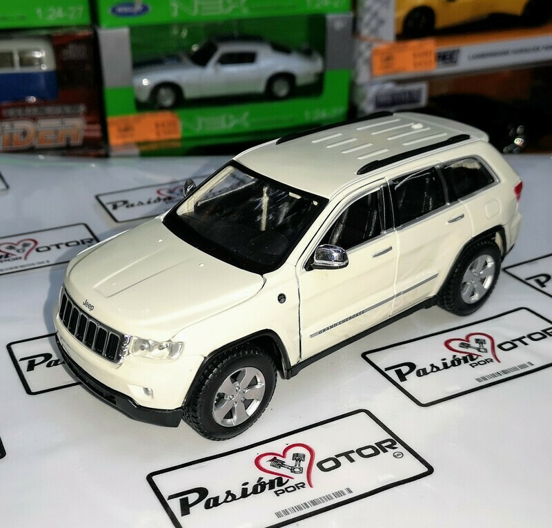 1:24 Jeep Grand Cherokee Blanco 2011 Maisto Special Edition En Display a Granel